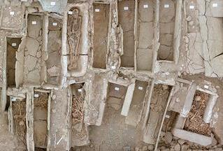 Esplanade Saint Antoine, sépultures en coffres (VIe-VIIIe siècles)
